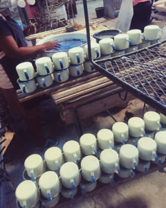 Handgemaakte-Emaille-mokken-rechtstreeks-uit-Haïti-geïmporteerd