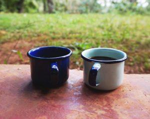 Emaille-Espresso-Mokken-Blauw-&-Pastel-Handgemaakt-in-Haïti-120ml