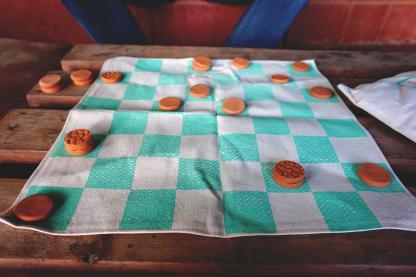 Handgemaakt-katoenen-schaakbord-met-kleistenen-D.D.-Creatives